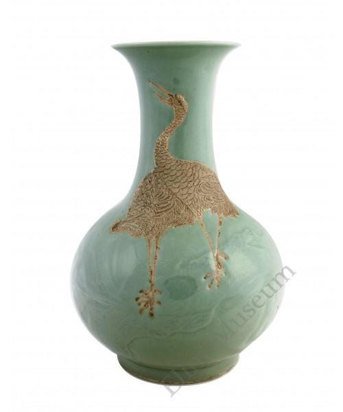 1029  A Qian-Long celadon engraved crane vase