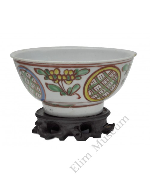 1117 A four colors flower bowl