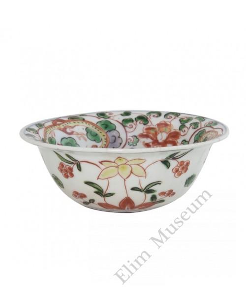 1076  A Ming Zheng-De B&W Wucai bowl with floral decor