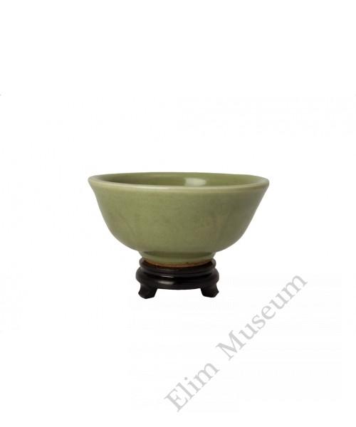 "1119   Ming Long-Quan celadon glaze bowl with ""anhua"""