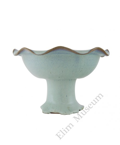 1121  A Song Dynasty Jun-Ware ivory glaze high stem bowl