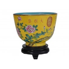 1133 A fengcai bowl with birds and flowers