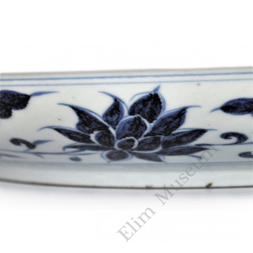 1446-2 A Yuan B&W florist and Cross pattern charger