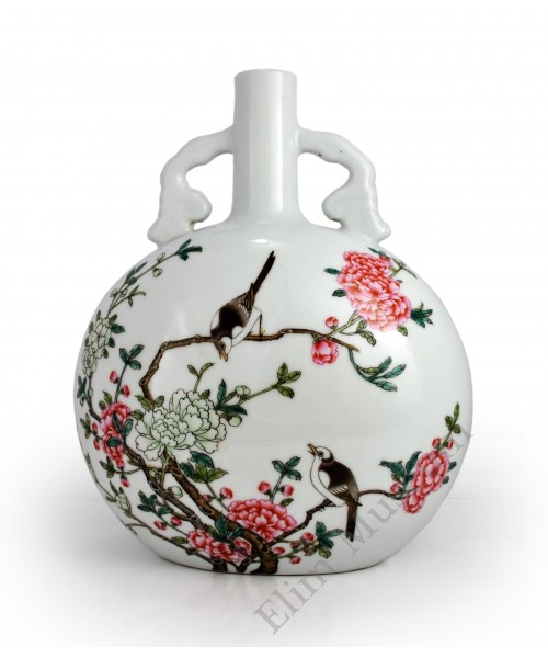 1451  A Fengcai flask vase with  flower and birds pattern