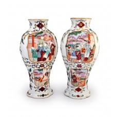 1509-2 A Qing period export Fencai pair figured vases