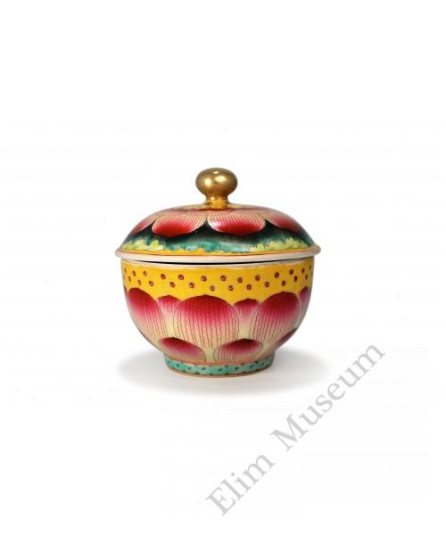 1556 A Feng-cai lotus petal pair bowls