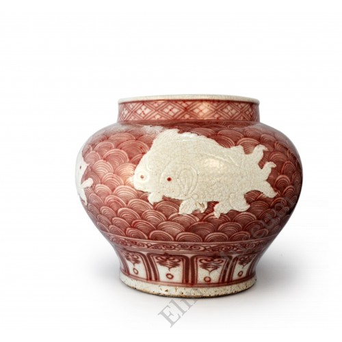 1559 AN UNDER-GLAZE RED POT DÉCOR WITH FIVE LOW RELIEFS FISHES