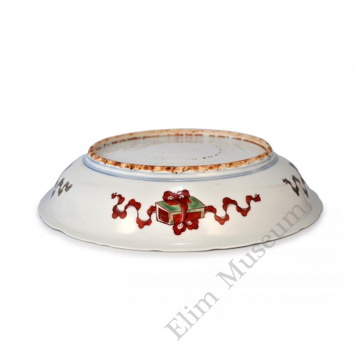 1570 A Red-Green enameled dish