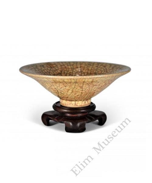 1612 A Ge-ware straw-yellow glaze bowl