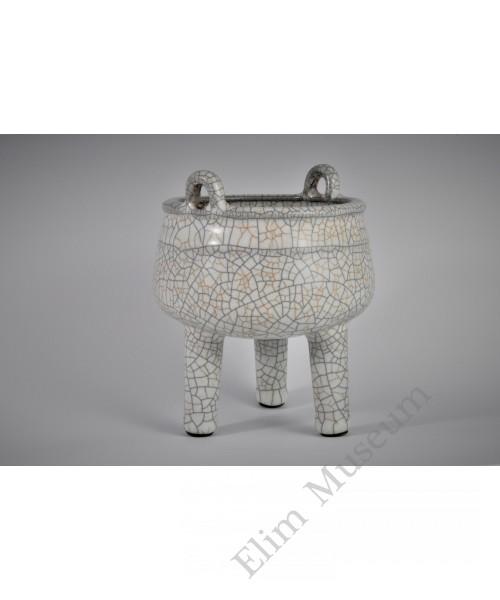1641 A triple footed Ge glazed incense burner