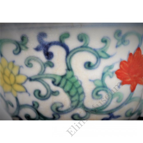 1642 A Doucai lotus pattern cup