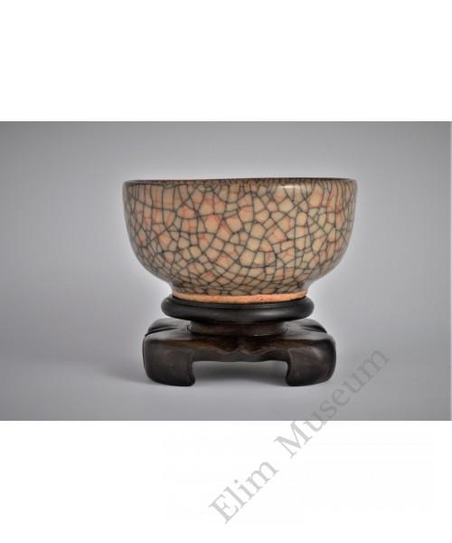 1646 A Ge-glazed straw yellow crackle bowl