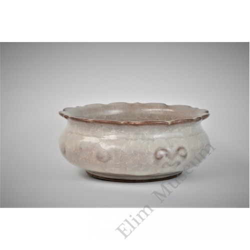 1649 A Ge-Ware lotus petals icy crackled brush washer