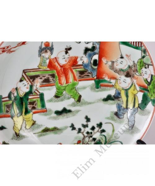 """1669 A Wucai plate decor with """"five children"""""""