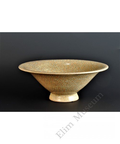 1688 A Ge-ware burnt-rice yellow glaze crackle conical bowl
