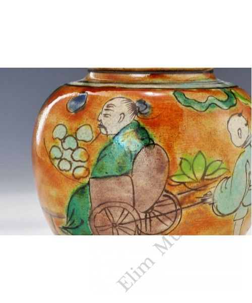 1693 A Wucai small lidded figured jar