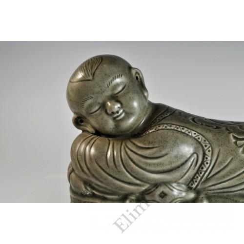 1723 A Yaozhou ware recumbent boy-shaped pocelain pillow