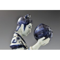 1727  A underglaze blue statue of a Court Maid holding a peach