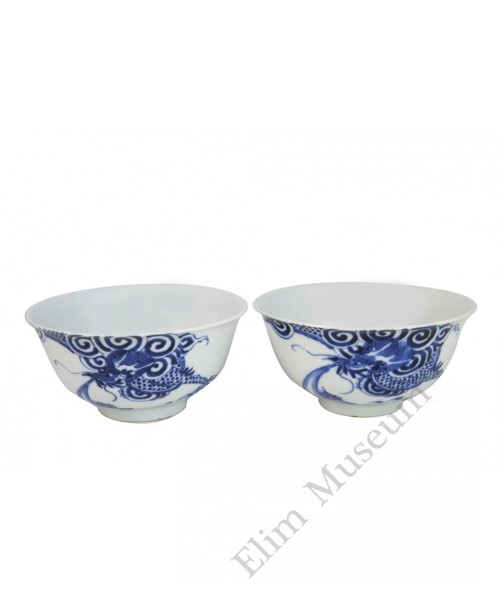 1007   A Pair of Qian-Long Blue and White Bowls
