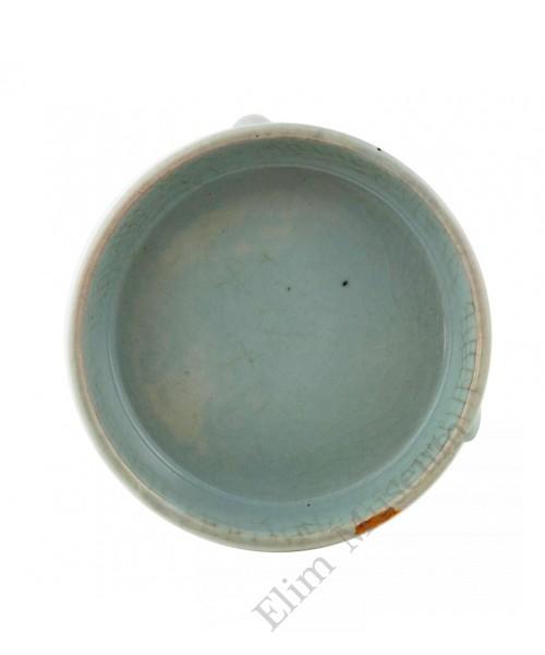 1182   A Qian-long Ru-glaze triple legs brush washer