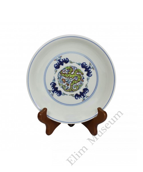 1218 A Doucai dish of auspicious bats-dragon pattern