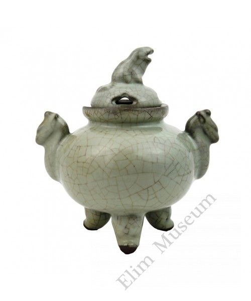 1248 A Song Guan-Ware incense burner with cover