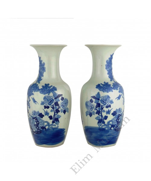 1329 A pair of Qing Dynasty Shun-Zhi period B&W vases