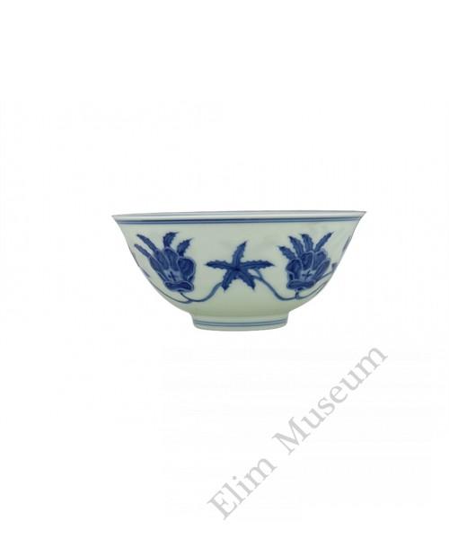 1352 A Ming underglaze blue mallow bowl (2)