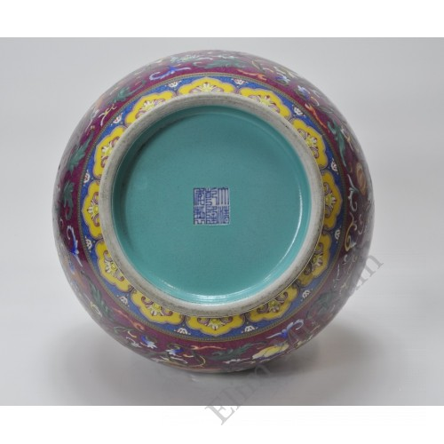 1040 A Yangcai vase with incised flower brocade (1)