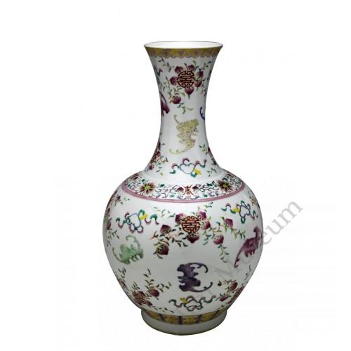 1041 A Fengcai bats & peach mallet-shaped vase