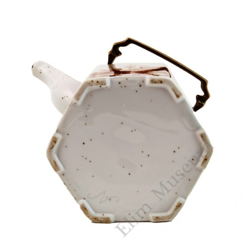 1044  A export Brown & White hexagonal shape teapot