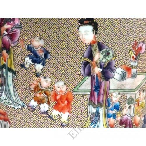 1056  A Qian-Long Yangcai lantern vase