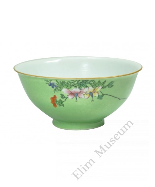 1063  A Qianlong Fengcai bowl décor with flowers