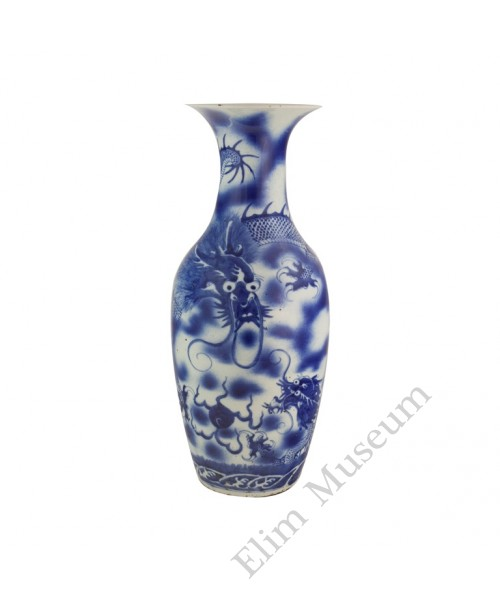 1077 A Shunzhi B&W grand vase with chasing dragons