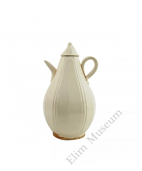1273   Song Dynasty Octahedral Shape Ge-Ware Ewer