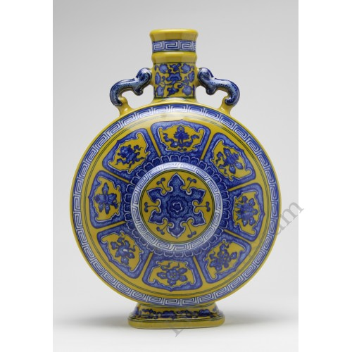 1222   A Qian-long Period Yellow-Ground Moon Flask